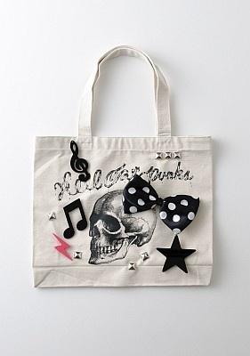 スカルにリボン、音符など楽しいモチーフが踊る「KERA」をイメージしたバッグ(1900円/HELCAT PUNKS)