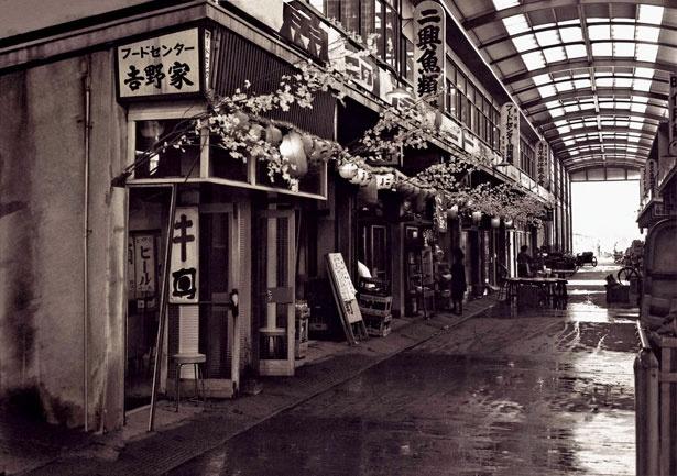 1959(昭和34)年、現在地に開店したころの写真。当時の牛丼はウナ重と同じくらい高級料理だったという。牛丼以外のメニューを扱っていた時期もあった