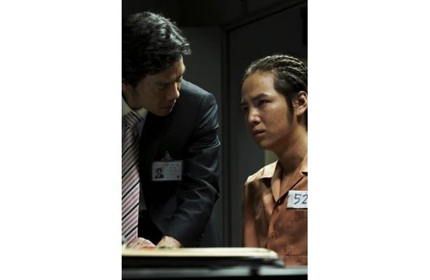 犯人と目星をつけられるピアソン。だが、信憑性の高い陳述で検事を困惑させる