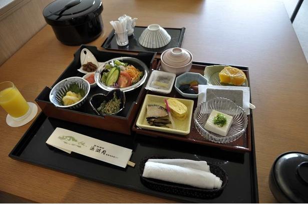 朝食も部屋で食べられる。炊き立ての近江米が美味