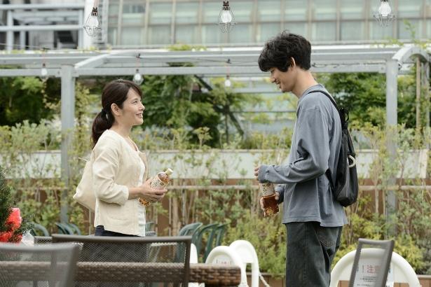 医療少年院で鈴木の担当だった白石弥生役(富田靖子)