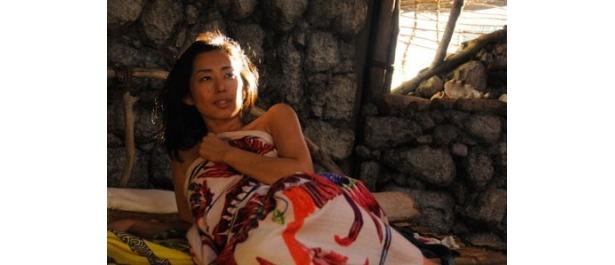 木村多江が無人島に漂着した人妻を熱演