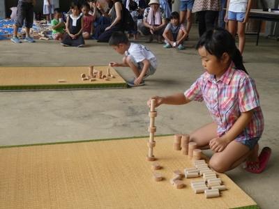 展覧会期間中、6月9日(土)に「つみ木積み大会」開催