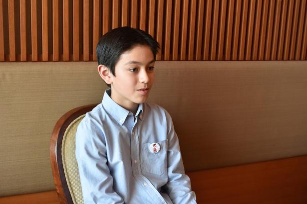 カナダ人の父親と日本人の母親を持つコーユー。流暢な日本語でインタビューに答えてくれた
