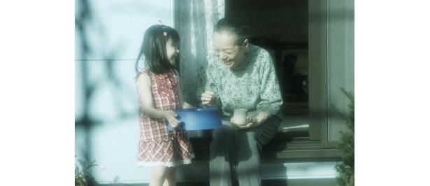 【写真】おばあちゃんとほのぼのとした様子