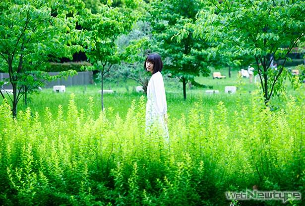 上田麗奈フォトコラム・見慣れたはずの公園で見つけた色