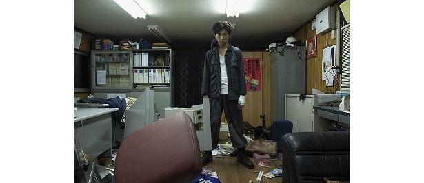 【写真】劇中で松田翔太扮するケンタは、恐るべき破壊行動にも出ている!