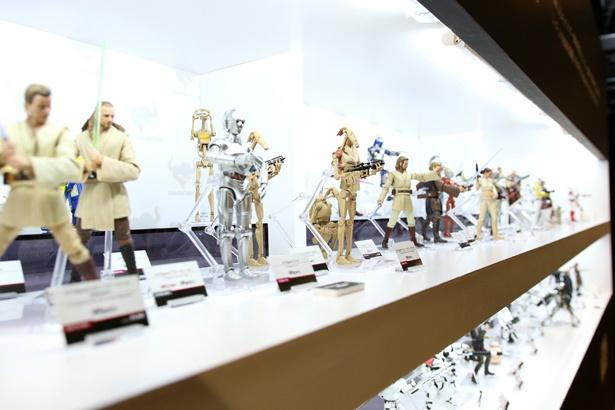 『スター・ウォーズ』のフィギュアはなんと100体以上も展示されている