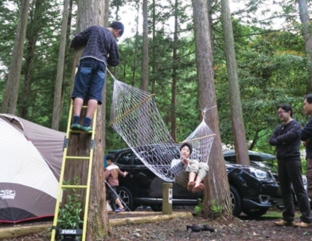【写真を見る】木陰で過ごしやすく、ハンモックもある林間オートサイト