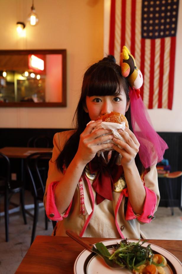 「こんなにおいしいハンバーガーが心斎橋のど真ん中で食べられるなんて!」