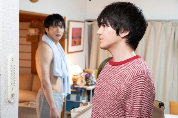「おっさんずラブ」第4話で、春田(田中)を思って家を出ていこうとする牧(林)なのだが…