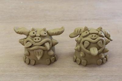 できた!(写真右)かりんちゃん作、(写真左) 伊織ちゃん作。このあと乾燥させて、焼き上げる