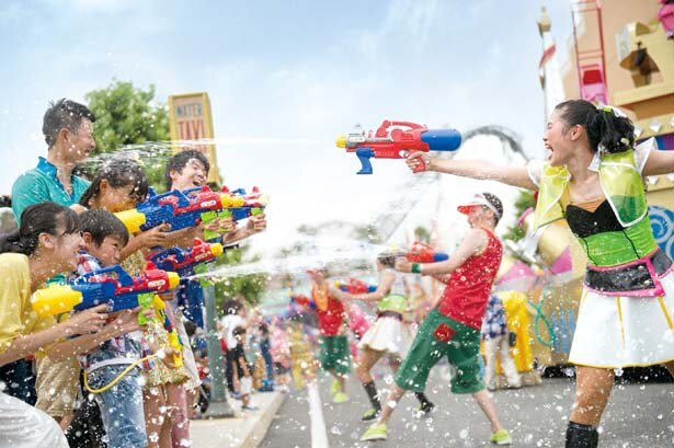 「ウォーター・サプライズ・パレード」。的を狙ってウォーター・シューターを撃ちまくろう!/ユニバーサル・スタジオ・ジャパン