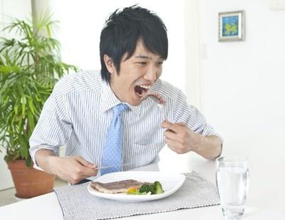 朝に余裕のある人は、ステーキでガッツリいくのもいいかも
