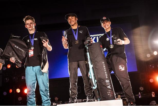 (写真左より)準優勝:Bumblebee(RUS)、 優勝:Shigekix(JPN) 、3位:Bad Matty(ITA)