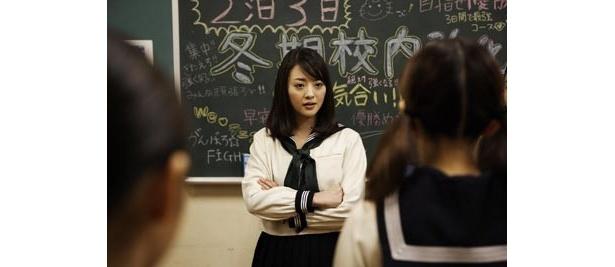 ティーン誌のモデルとして人気になった岡本奈月も高校生役で出演
