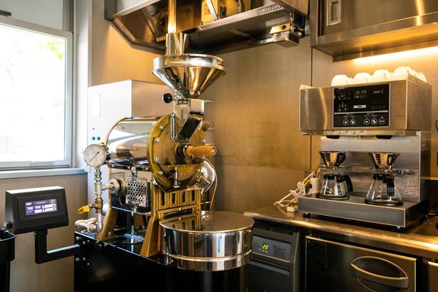 焙煎機「プロスター」など、一度は使ってみたいコーヒー器具が並ぶ