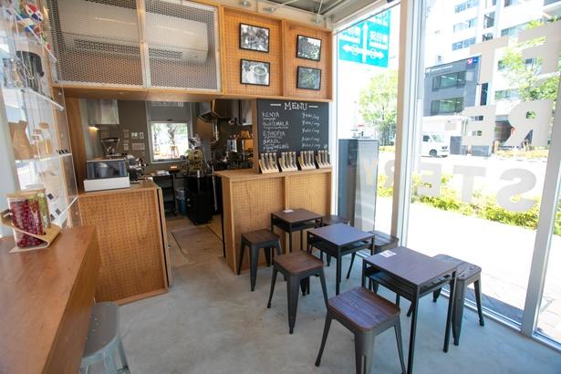 店頭ではカップやドリッパーなどのコーヒーグッズも販売する