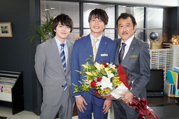 「おっさんずラブ」のクランクアップを迎えた(左から)林遣都、田中圭、吉田鋼太郎