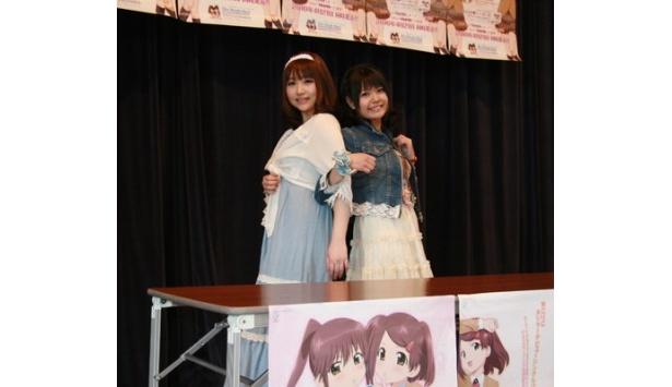 トークイベント&握手会に登場した巽悠衣子と竹達彩奈(写真左から)