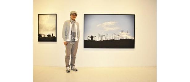 【写真】「展示を通じ、アフリカの貧しい子どもたちと心を通わせるような時間を持っていただければ」と語ったチョ・ミンギ