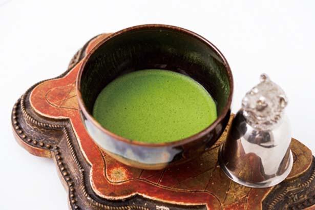干菓子付きの「抹茶(お薄)」(864円)なども/お茶と酒 たすき