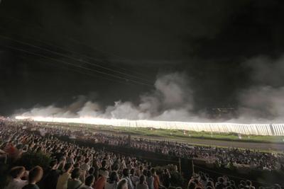 ナイアガラ花火を見るだけでも、足を運ぶ価値アリ! 戸田市側ではナイアガラ花火は見られないので注意