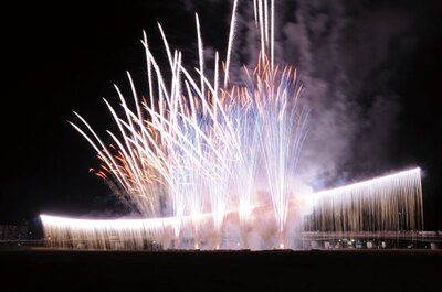 酒匂川に広がるナイアガラがフィナーレに登場。音楽とシンクロさせた花火も打ち上がり、盛り上がりは最高潮に