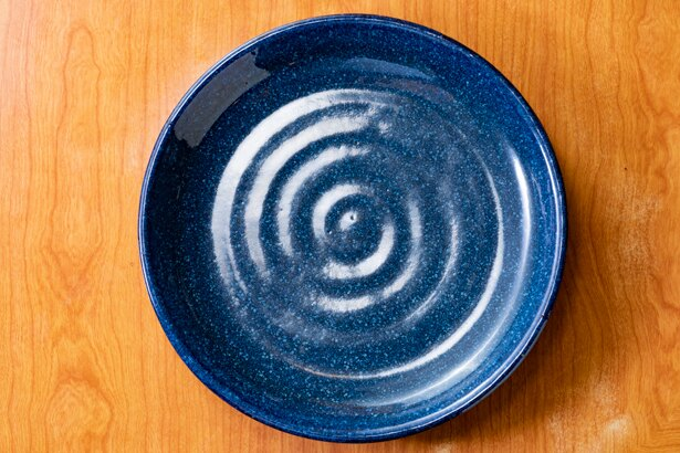 イベント出店や「間借りカレー」においては、調理器具や食器を最小限にすることがポイント。そのためワンプレートのスパイスカレーというスタイルが生まれたのであろう