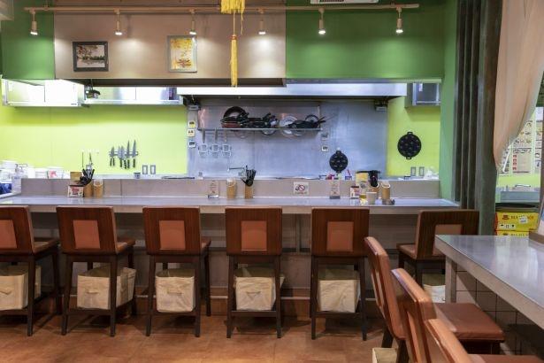 本場・ベトナムの雰囲気が漂うオープンキッチン