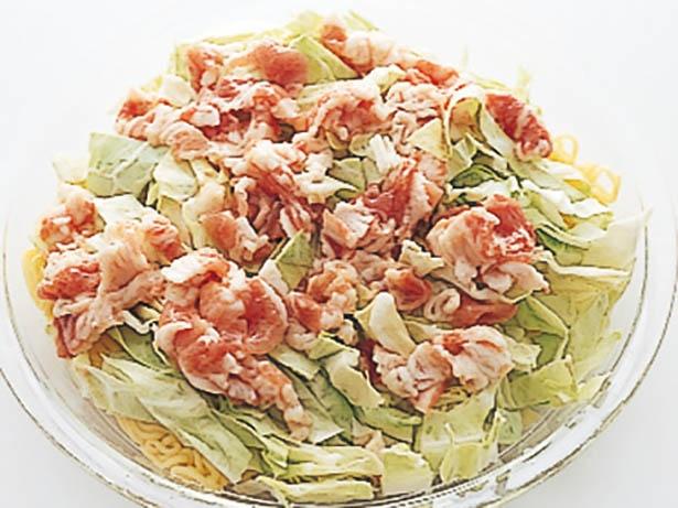 豚肉に調味料をもみ込んでから加熱すると、肉がパサつかず、味にメリハリがついておいしくなる