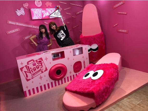 江野沢愛美と大原優乃が「Nissy Entertainment SHOP&CAFE」でデートを楽しんだ