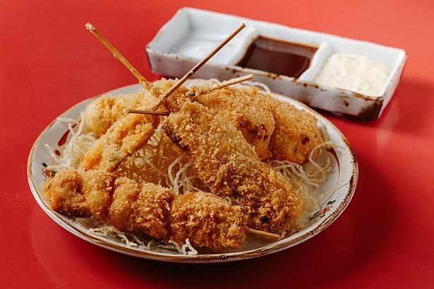 ディナータイムで人気の串揚げ5本盛り(756円、鶏もも・豚バラ・うずらの玉子・イカ・タマネギ)