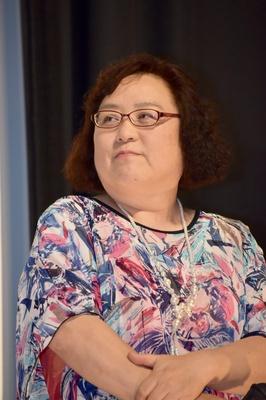 シェアハウス「木田ハウス」の大家・木田百子役のしのへけい子さん