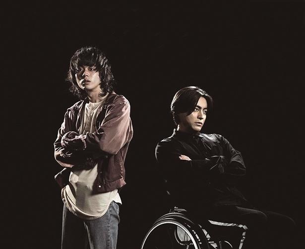 【写真を見る】山田孝之は車椅子のプログラマーに!菅田将暉は、そんな山田の仕事を手伝うことに…!!