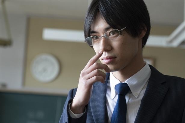 「幸色のワンルーム」で中学教師・形切診を演じる戸塚純貴