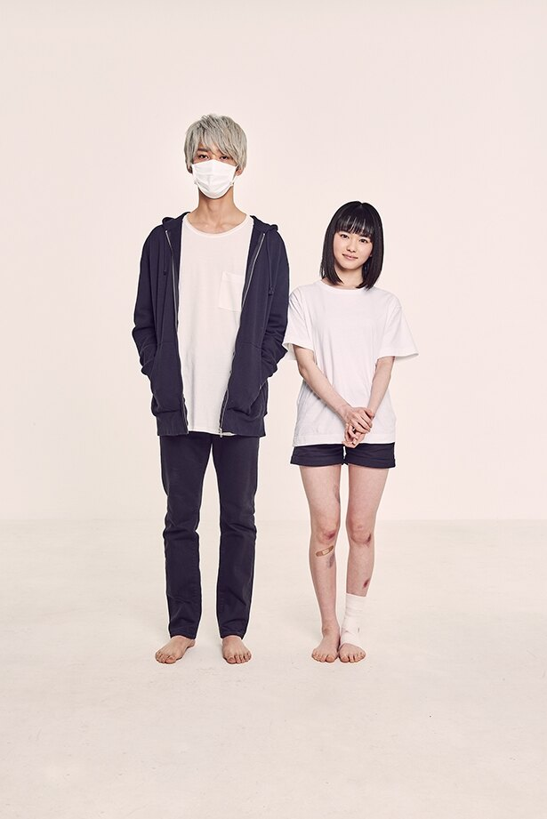幸(山田杏奈)とお兄さん(上杉柊平)の奇妙な交流を描く「幸色のワンルーム」