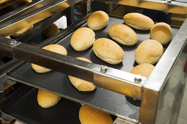 遠赤外線オーブンを使って短時間で焼き、もちもち、ふわふわのパンに!
