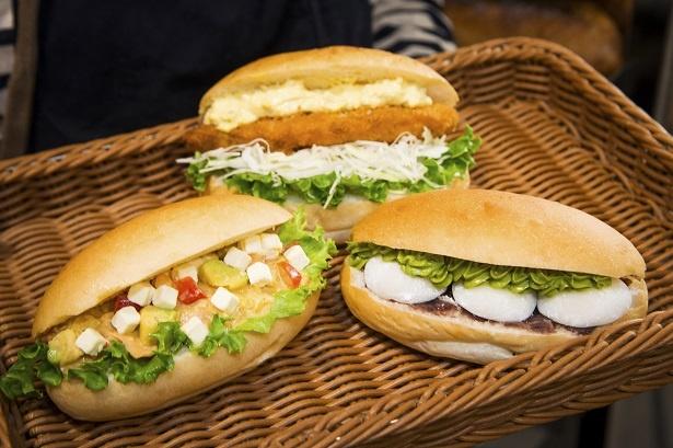 「サーモン&アボカドのコブサラダ」(左)にはサラダ80gをはさんでいる