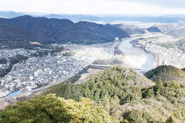 長良川や濃尾平野を一望する天守閣からの景色。これがまさに天下布武の眺めだ!