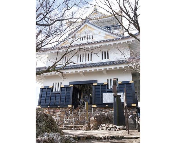 """【写真を見る】""""難攻不落の城""""と呼ばれた岐阜城を山頂に復元。歴史のロマンを感じてみよう!"""