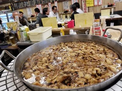 酒処あかり / もつ煮を煮込むインパクト大の大鍋
