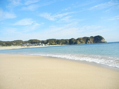 抜群の透明度を誇る海水が魅力、千葉県勝浦市「守谷海水浴場」