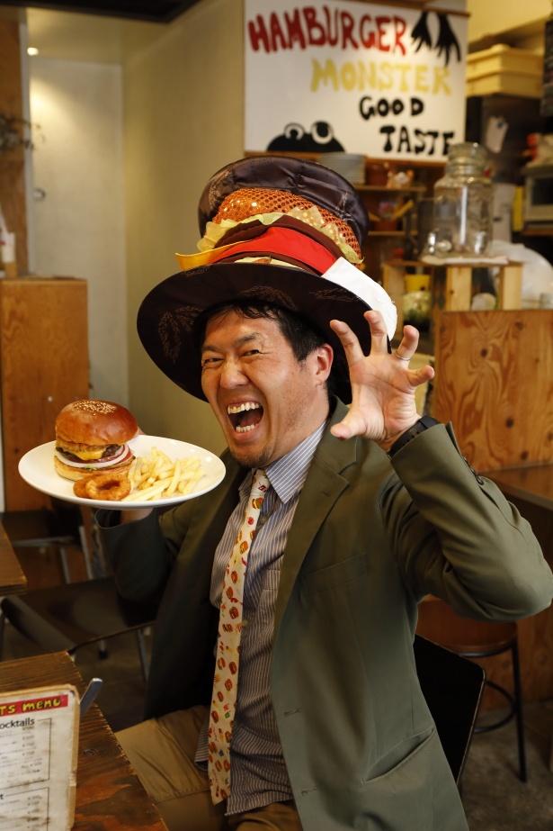 西日本ハンバーガー協会の薮が実食!「モンスターポーズで頂きます!」