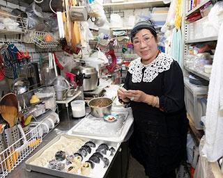 「一つ一つ心を込めて丁寧に包むことがおいしい餃子を作るコツです」と店主の孫瑞儀さん