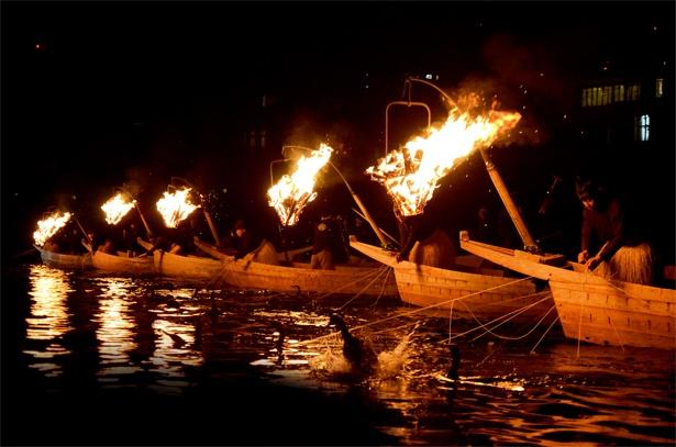 毎年5月11日から10月15日までの期間、岐阜市の夜は鵜飼も楽しめる