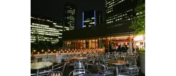 「YEBISU BAR The GARDEN」はオフィスビルの夜景が魅力