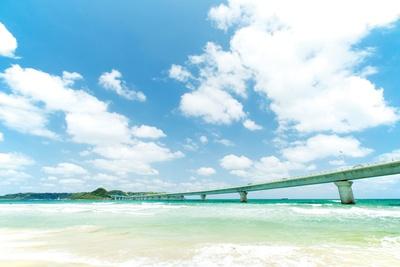 角島大橋 / 「ホテル西長門リゾート」周辺から望む。橋の下は、サーフスポットとしても人気