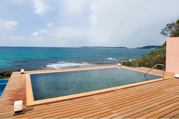 ホテル西長門リゾート / 人気の露天風呂「あまがせの湯」。日没前からの入浴ではロマンチックな夕景を楽しむことができる