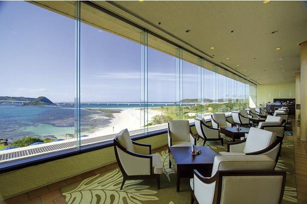 ホテル西長門リゾート / 角島大橋と海が一望できるティーラウンジ